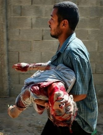 Palestinian holding dead child